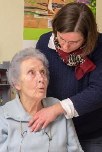 Ruth Vogel mit einer Dame. Foto: Mary Cronos