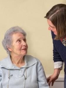 Ruth Vogel mit Dame. Foto: Mary Cronos